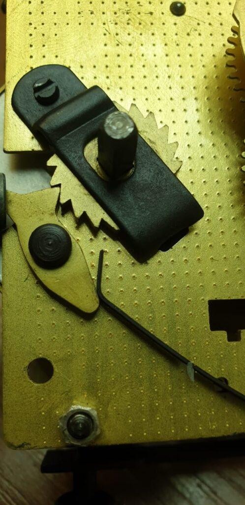 Чистка- обслуживание механизма настенных часов ОЧЗ